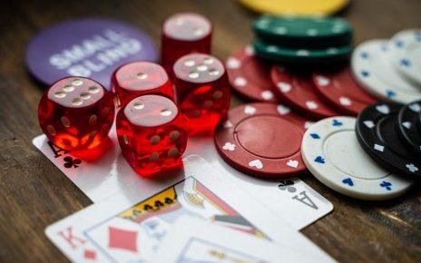 gambling 4178462 960 720 464x290 - Katsaus kuumimpaan kasinopokeripelisarjaan